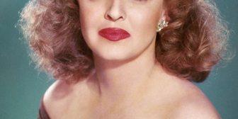 La extraordinaria historia de una fea genial que triunfó en un mundo donde ser bella era obligatorio
