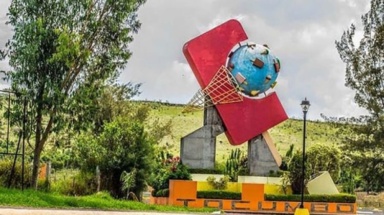 Monumento a la paleta helada a la entrada de Tocumbo, Michoacán