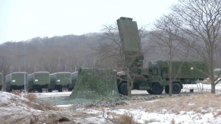 El S-400 puede monitorear movimientos enemigos a 600 kilómetros de distancia y atacar a un máximo de 400