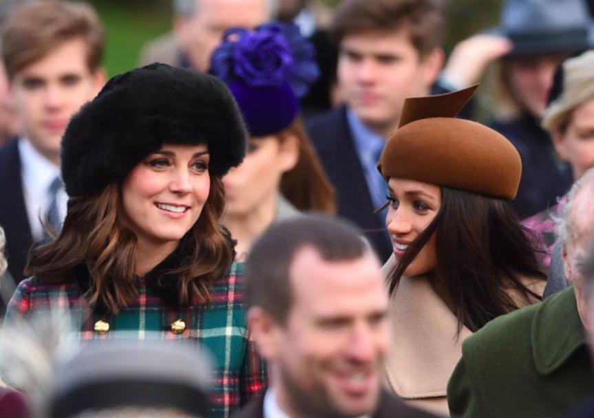 Isabel II y Megan Markle participan en servicio navideño