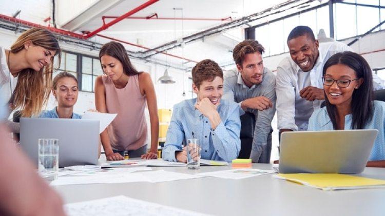"""Los hispanos entre los 20 y 36 años, """"hispennials"""" en inglés, en 2020 representarán el 74% del crecimiento de la fuerza laboral de EEUU, y son un importante objetivo de mercado para las empresas (Getty)"""