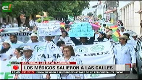 Santa Cruz: Médicos marcharon con crespones negros