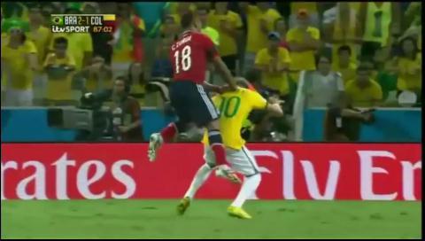 Neymar: 'Dos centímetros más a un lado y el fútbol se acaba para ti'