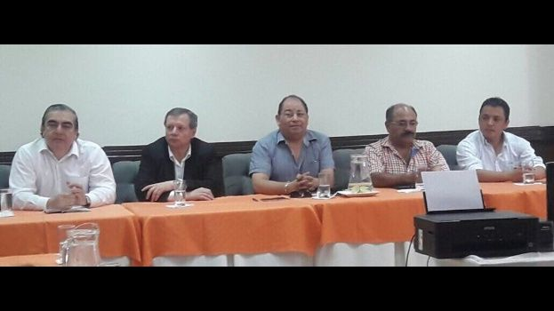Gobierno y médicos retoman mesa de diálogo en Cochabamba