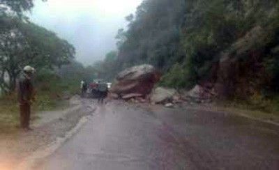 ABC-reporta-un-derrumbe-en-el-tramo-Santa-Cruz-Cochabamba-de-la-antigua-carretera