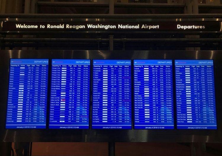 Los vuelos cancelados en elaeropuerto Ronald Reagan, cerca de Washington, DC (AFP)