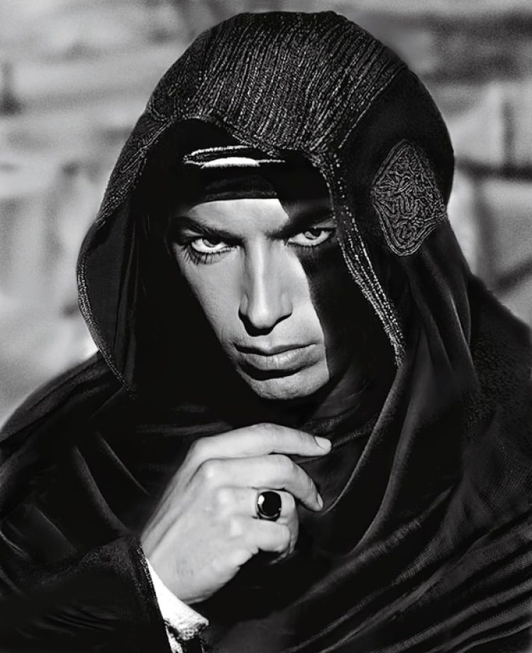 De origen italiano, nació con el nombre Rodolfo Alonso Guglielmi di Valentine