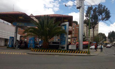 Sin filas en una estacion de servicio de la zona de Los Pinos de La Paz