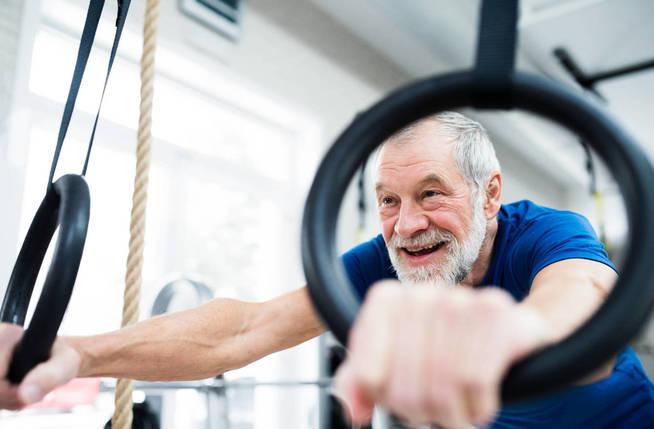 Muchas personas de la tercera edad incurren en el error de dejar de hacer ejercicio. (iStock)