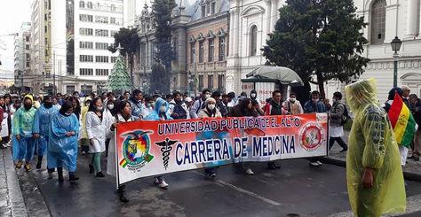 Movilización de estudiantes de medicina, en La Paz, contra el Códígo del Sistema Penal, especialmente el artículo 205.