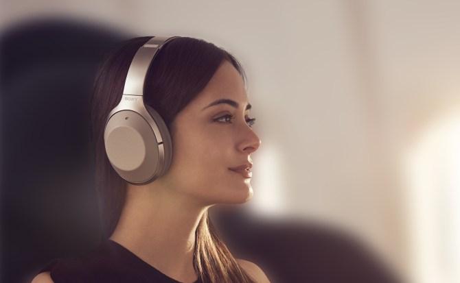 Sony actualizará el software de sus viejos auriculares e integrará Google Assistant