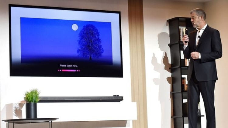 Los televisores tienen integrado el asistente virtual Google Assistant(AFP)