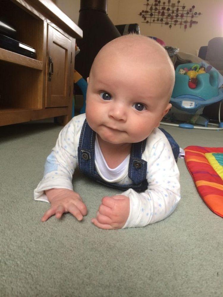 El pequeño Toby Leathard