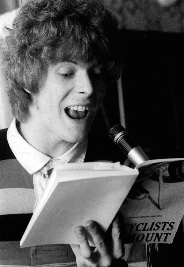 Recitando poesía en el Beckenham Arts Lab en 1969