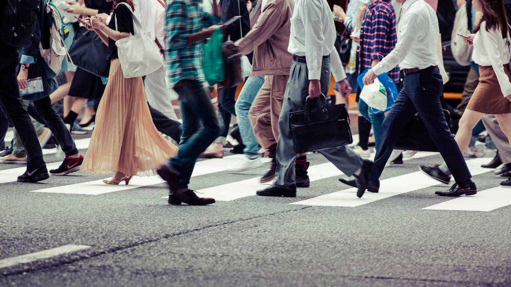 Foto: La comunidad científica alaba cada vez más los beneficios de andar. (iStock)