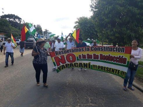 Cívicos de Yapacaní junto con pobladores llevaron a cabo una marcha de protesta