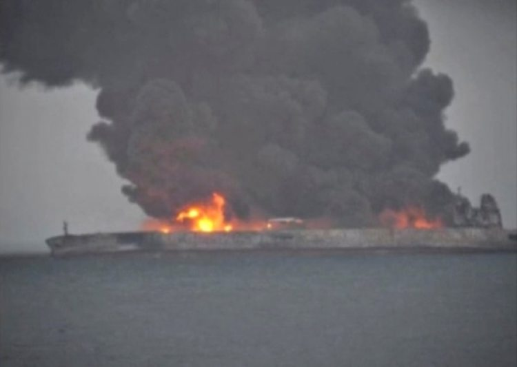 El Sanchi transportaba 136.000 toneladas de crudo iraní(captura de TV)
