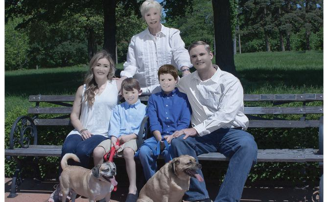 El peor retoque posible con Photoshop convierte un álbum familiar en pesadilla