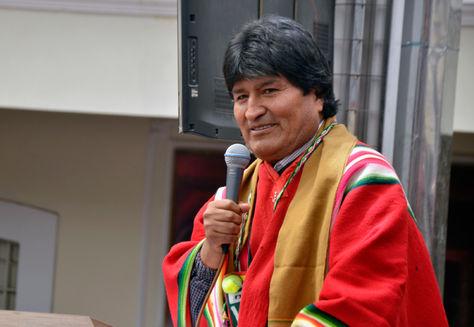 El presidente Evo Molares durante la recepción de proyectos para el programa Bolivia Cambia, para los 33 municipios del departamento de Oruro. en la Gobernación. Foto: ABI - Hugo Aseff