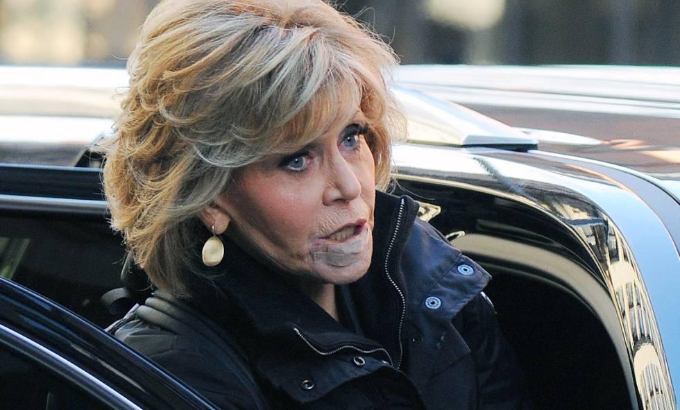 Jane Fonda el pasado 15 de enero en Nueva York con varias tiritas en el labio.rn