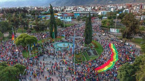 Concentración en la plaza de las Banderas tras el paro cívico.