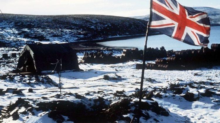 Ajax Bay, en las Malvinas. Allí montó Rick Jolly y su equipo médico un hospital en un abandonado frigorífico de ovejas (AP)