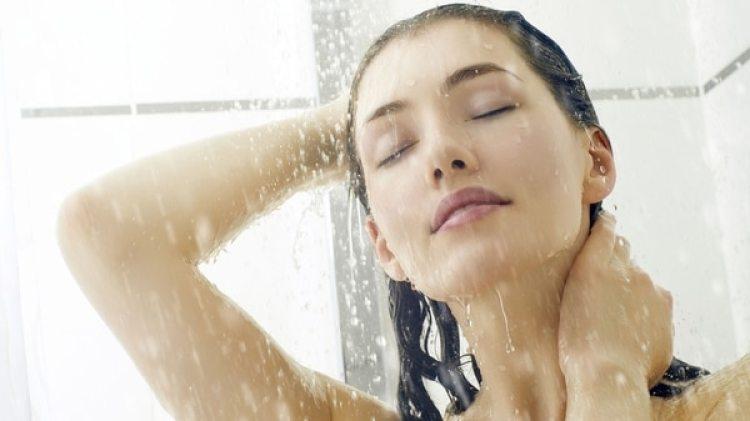 Bañarseno implica someter a toda la piel del cuerpo a la agresión del jabón.(iStock)