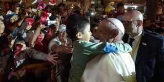 Francisco parte rumbo a Trujillo para seguir con su viaje apostólico a Perú