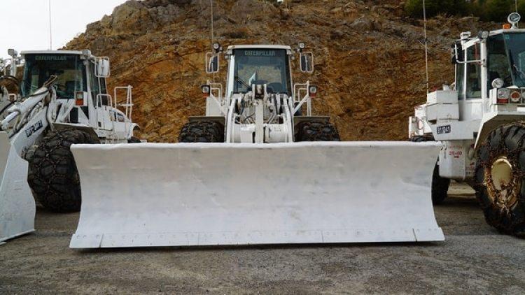 El Ejército de Israel cuenta con diferentes excavadoras para limpiar los caminos nevados (Fotos: FDI)