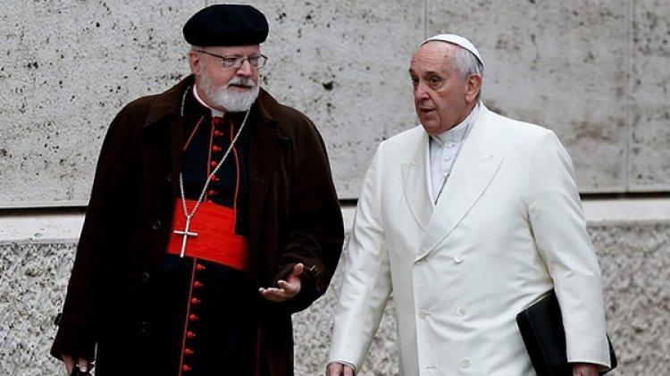 El cardenal Sean O'Malley junto al papa Francisco en una foto del 13 de febrero de 2015 (CNS/Paul Haring)
