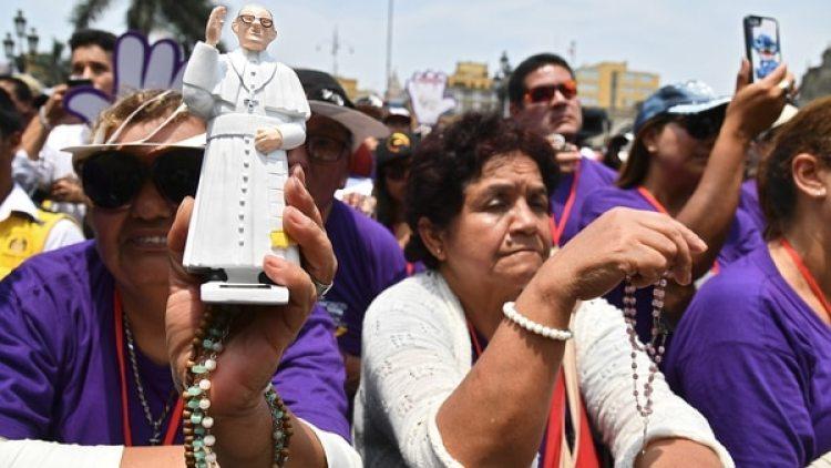 Se espera que haya casi un millón de personas en la misa de cierre del Papa en Lima (AFP)