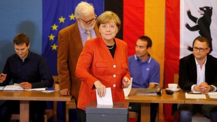 Merkel en las elecciones de septiembre. Si el acuerdo con el SPD falla, su partido deberá gobernar como minoría o llamar a nuevas elecciones