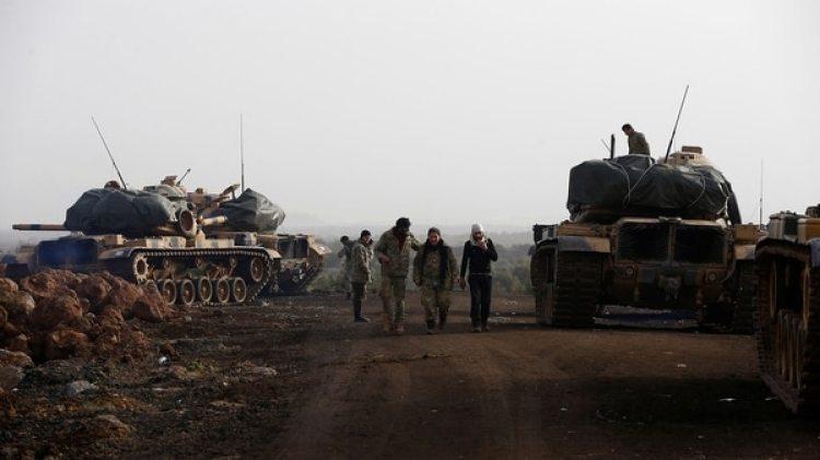 Se estima que unas 25.000 tropas sirias participan de la operación, asistidas por tanques, aviones y cañones turcos (Reuters)