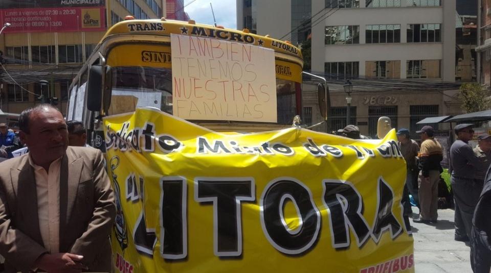 Choferes bloquean La Paz contra buses Pumakatari