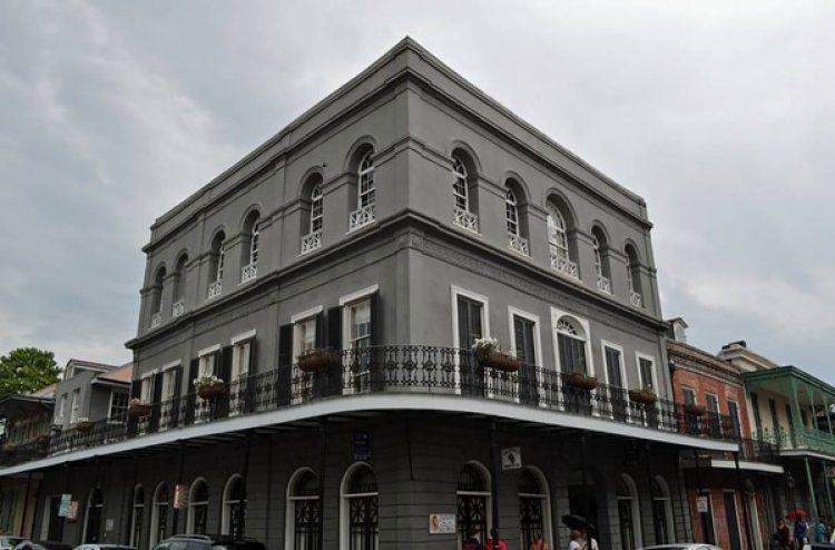 Fachada de la mansión de Madame LaLauire en Nueva Orleans que adquirió Nicolas Cage en 2006