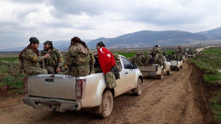 Tropas turcas junto a milicianos del FSA durante la operación (AP)