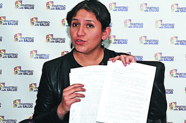 Evo mantiene a Campero como ministra de Salud y surgen críticas