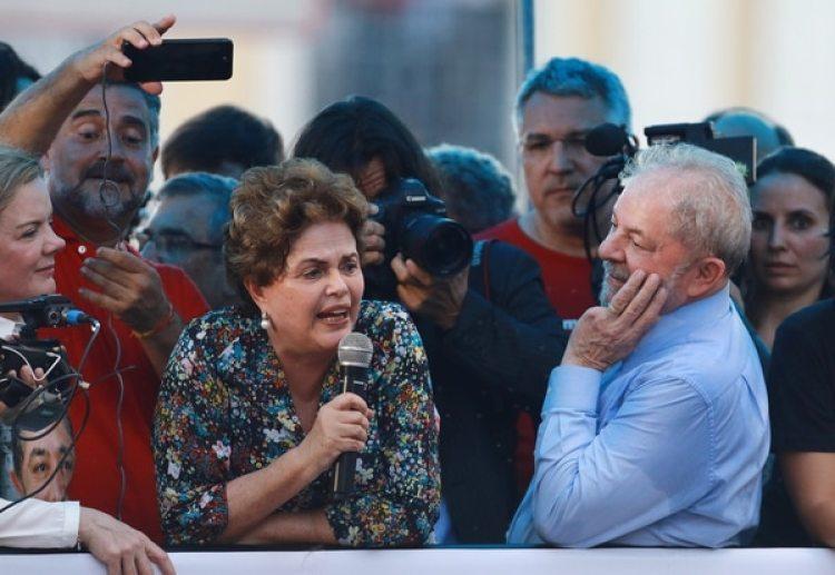 Dilma Rousseff, ex presidente de Brasil destituida, y Lula da Silva (REUTERS/Diego Vara)
