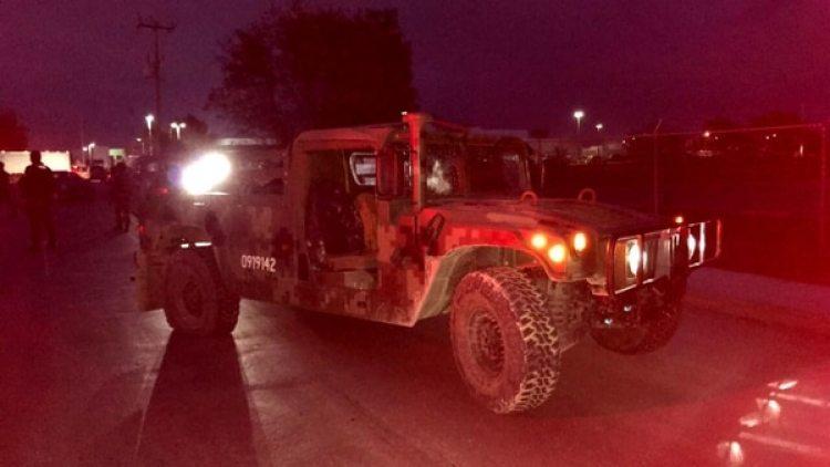 Los militares resguardaron las zonas donde se reportaron bloqueos y quema de llantas. (Vocería de Seguridad Tamaulipas)