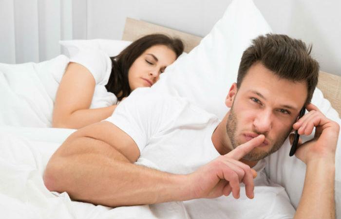 ¿Sabes qué es la micro-infidelidad? Una experta te lo explica