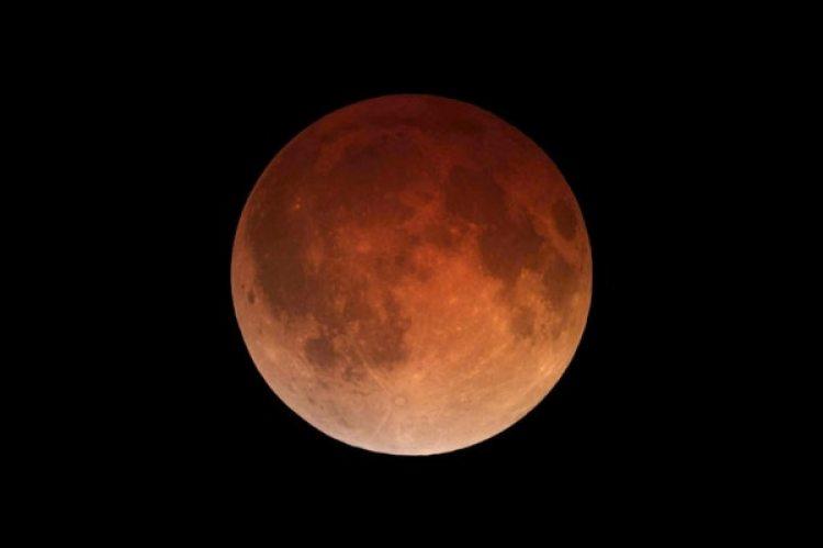 Por primera vez desde 1866 coincidirán los tres fenómenos: superluna, luna azul y luna de sangre. (Wikimedia Commons)