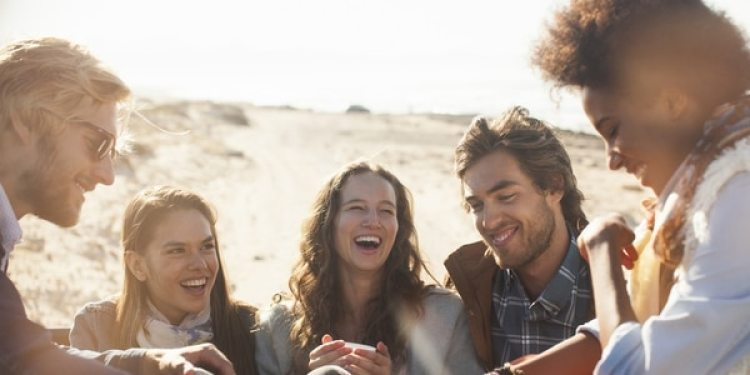 A los 30, la madurez permite disfrutar de relaciones más profundas y hasta formar pareja estable