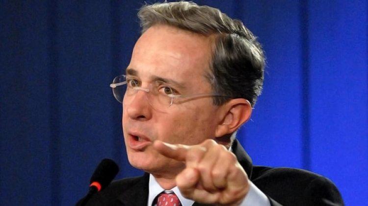 El ex presidente Álvaro Uribe, uno de los principales opositores a la rehabilitación política de las FARC (AFP)
