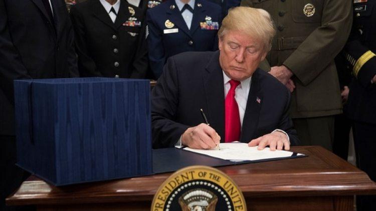 Donald Trump levantó la restricción de ingreso a refugiados de 11 países (AFP)