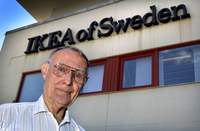 Ingvar Kamprad, en las oficinas centrales de Almhult, cuando todavía estaba en Suecia. (EFE)