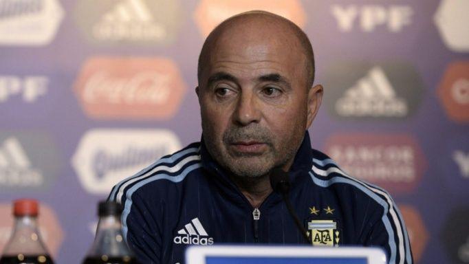 Sampaoli volvió de Europa tras varias reuniones con jugadores.