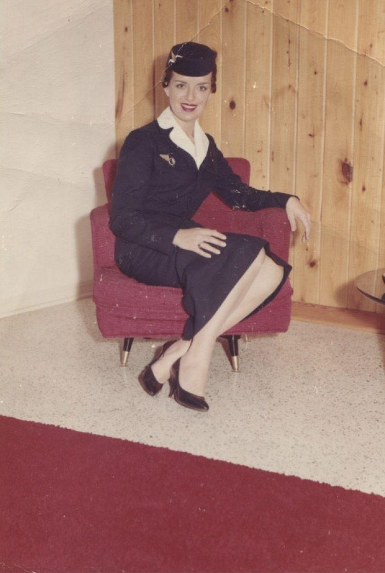 Bette Nash empezó su carrera como asistente de vuelo en 1957, con el uniforme de Eastern Air Lines, que incluía un elegante sombrero (Cortesía de la familia de Bette Nash)