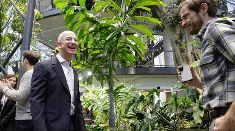 """CEO de Amazon, Jeff Bezos en """"La Esfera"""". AFP"""