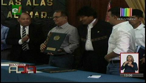 Presidente promulga decreto que libera las exportaciones del alcohol y azúcar