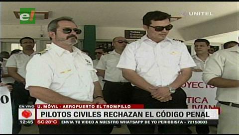 Pilotos civiles se unen a la protesta de otros sectores y rechazan el Código Penal